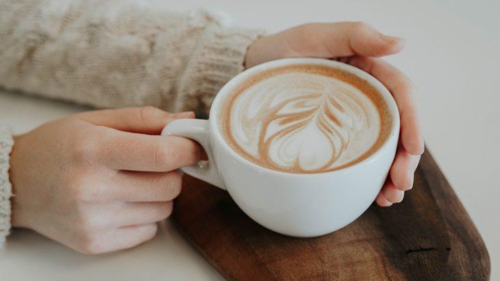 暖かいコーヒーはあなたと飲みたい。