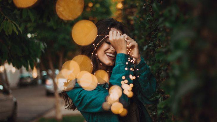 嘲笑いと愛想笑いは今すぐ捨てろ。美しく笑って生きよう。