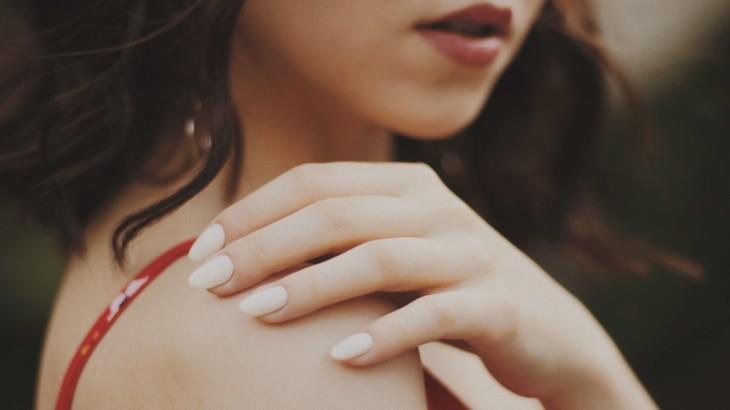 噛む 人 ある を 癖 の 爪